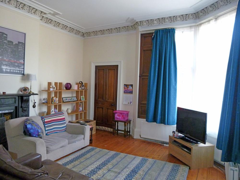 Flat 4, 22 Catherine Street, Dumfries, DG1 1JF - Braidwoods Solicitors & Estate Agents
